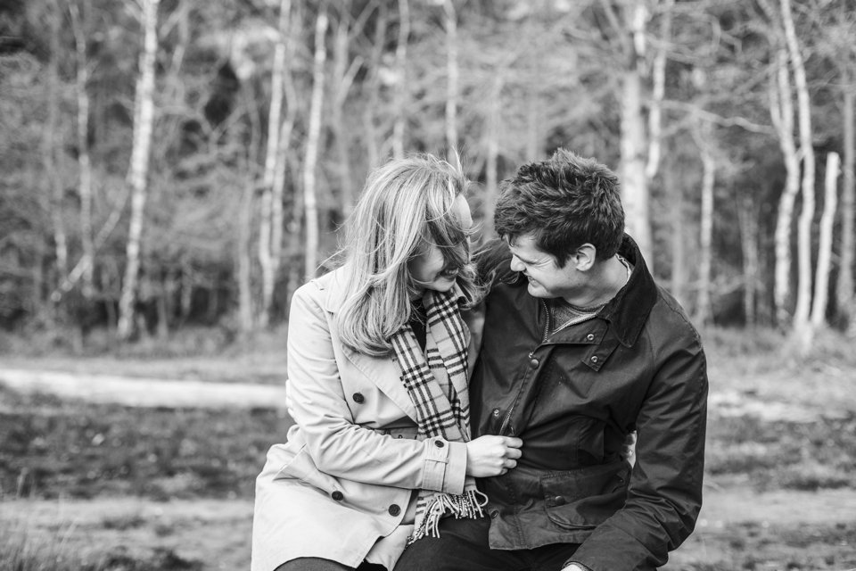 Norwich norfolk woodland engagement winter prewedding shoot with earth tones_beige mac and scarves_©tatum reid (18)